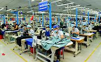 Tính phổ biến và tính đặc thù trong quản lý các vấn đề xã hội tại các khu công nghiệp