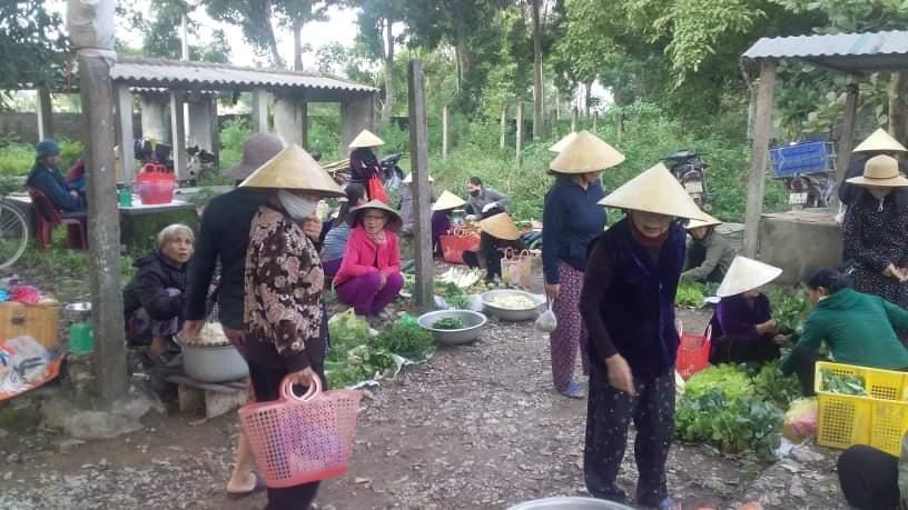 Cần có chính sách tu sửa và phát huy văn hóa chợ quê