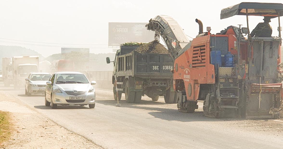 Cần đảm bảo không khí trong lành khi sửa đường bộ