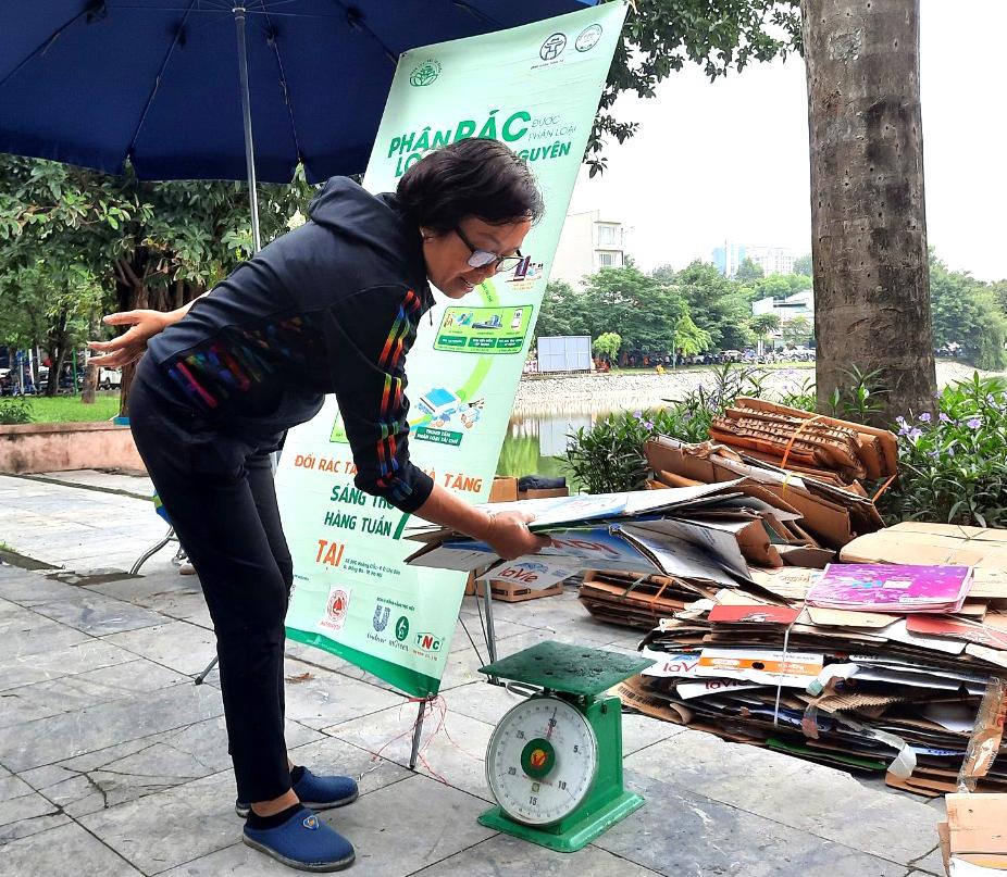 Việc làm thiết thực để giữ sạch môi trường Thủ đô