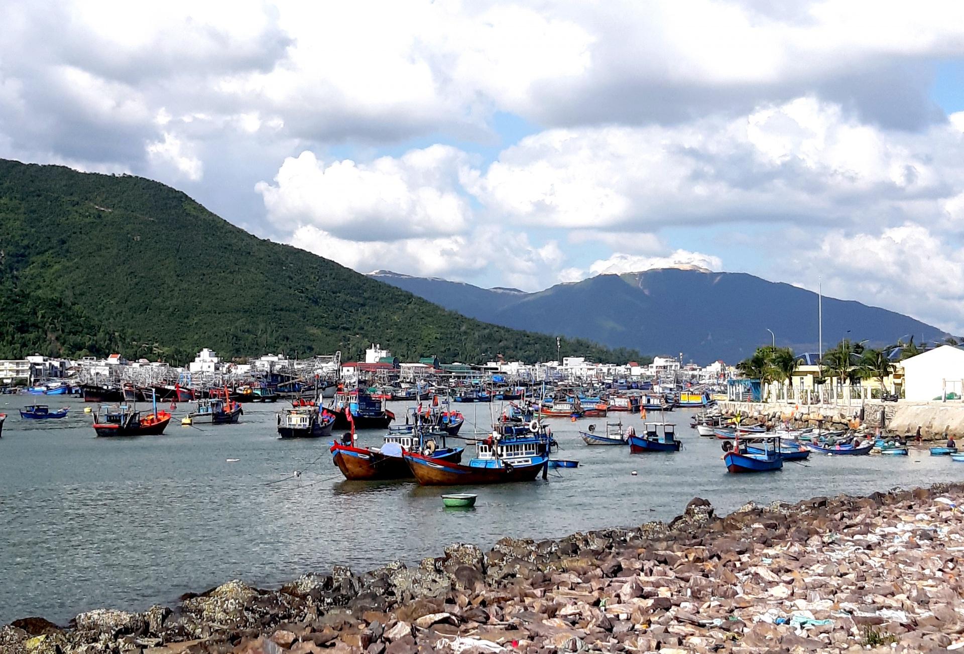 Công ty Cổ phần phát triển đô thị Vĩnh Thái có khai thác khoáng sản trái phép dưới vỏ bọc Dự án nạo vét hay không?