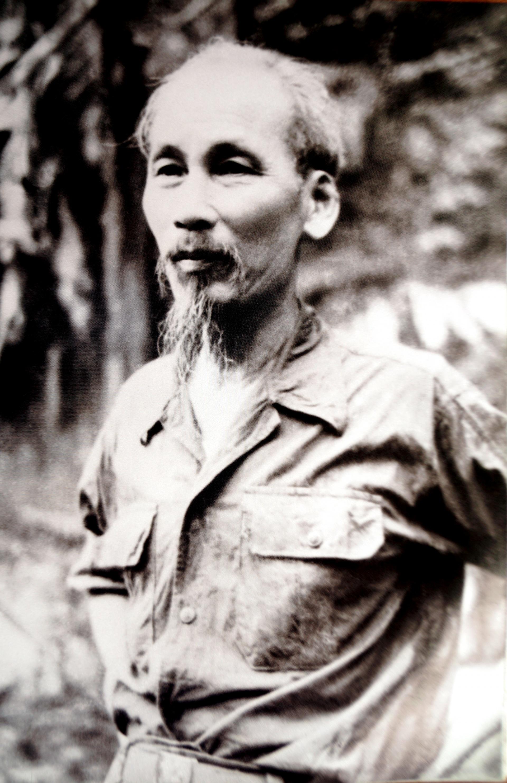 Đinh Đăng Định (1920 - 2003): Nghệ sĩ chuyên chụp ảnh Bác Hồ