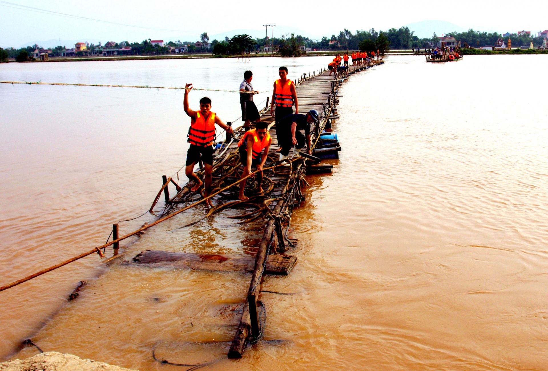 Lũ lụt miền Trung: Cần lắm những giải pháp khắc chế