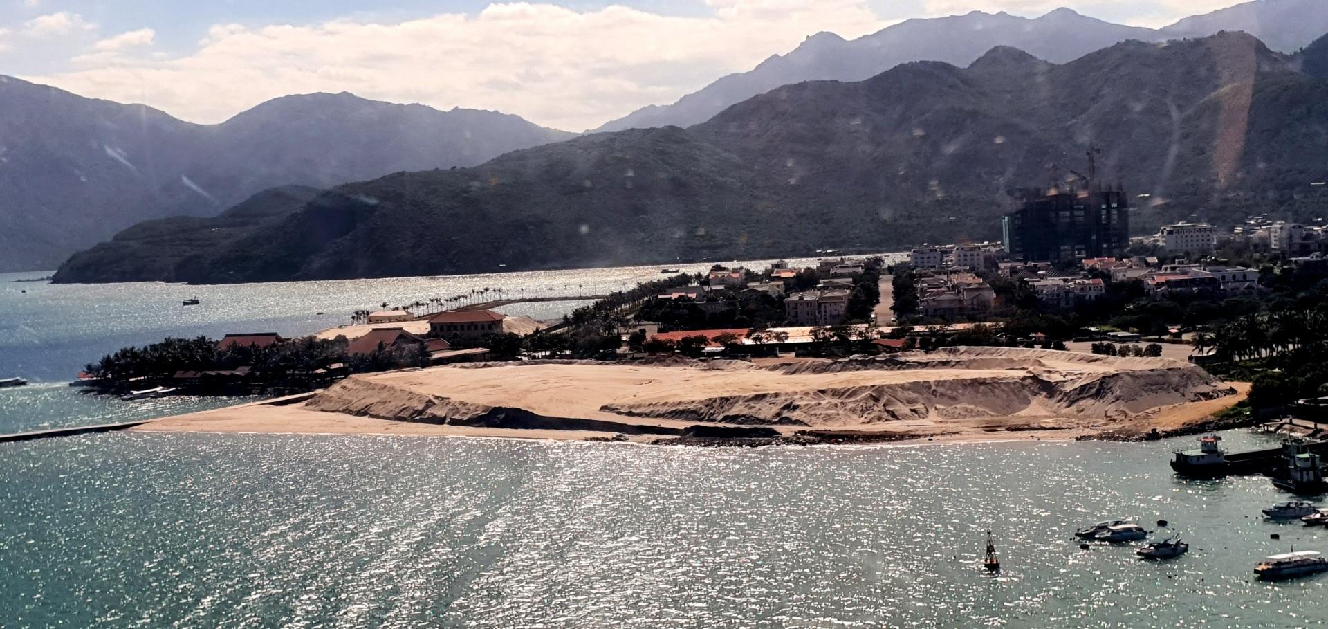 Nha Trang - Khánh Hòa: Việc khai thác cát sỏi lòng sông tại khu vực Sông Tắc - Hòn Rớ mà không thông qua đấu giá, đấu thầu, khiến dư luận hoài nghi (Kỳ 1)