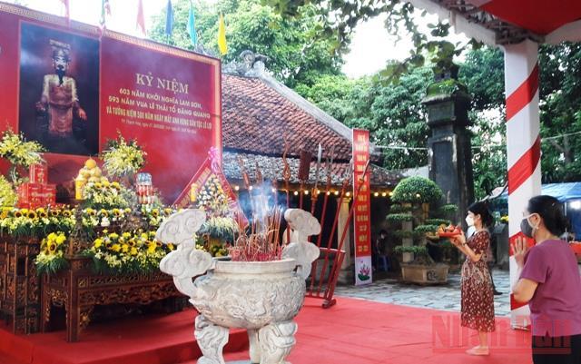 Dâng hương tưởng niệm Anh hùng dân tộc Lê Lợi